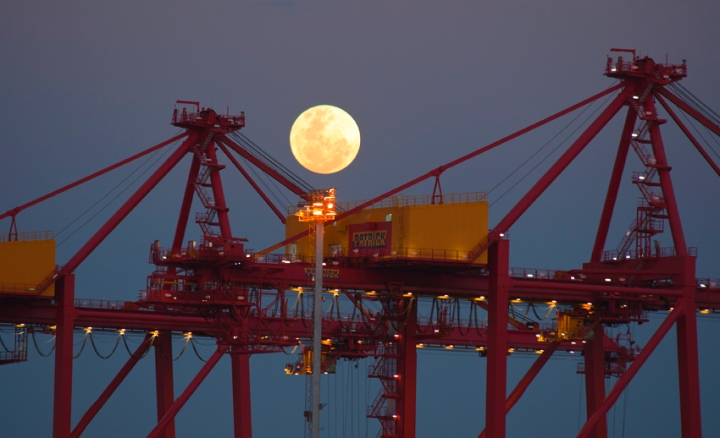 super-moon-at-fremantle-port